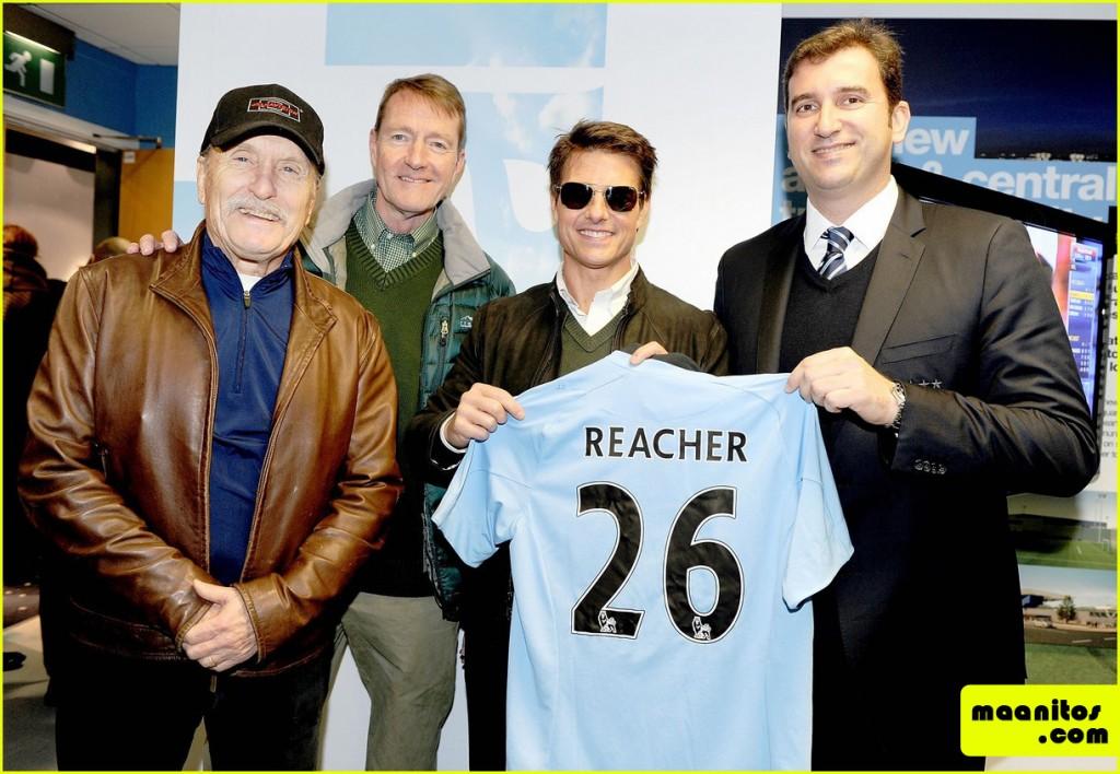 Tom-Cruise-Promoci¢nando-Jack-Reacher-en-el-Derby-de-Manchester-14