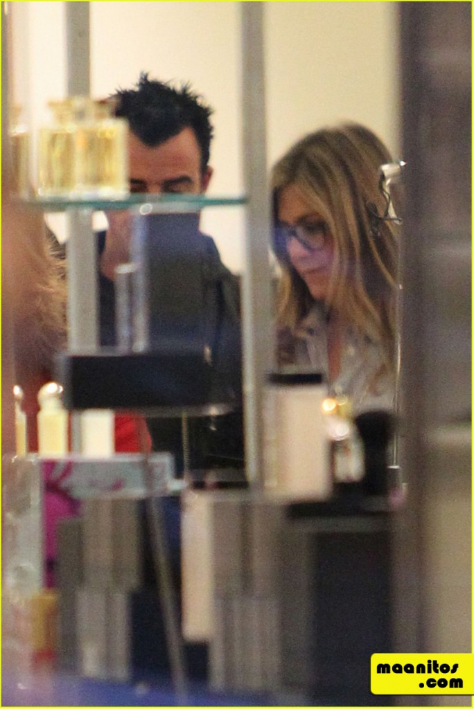 jennifer-aniston-justin-theroux-de-compras-en-barneys-new-york-13